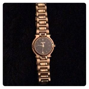 Vintage Gucci Ladies 9400L 18k gold plated watch